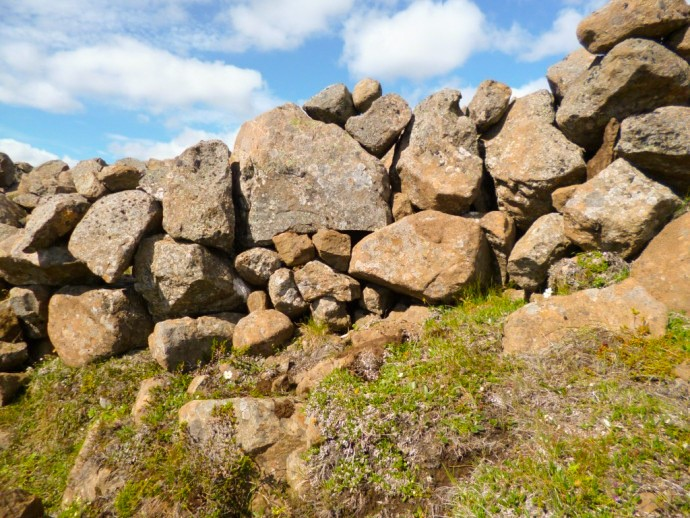 The stone wall at Hjardarhagi