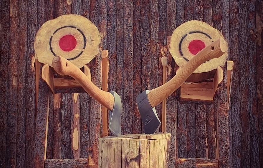 Viking throw – axe throwing