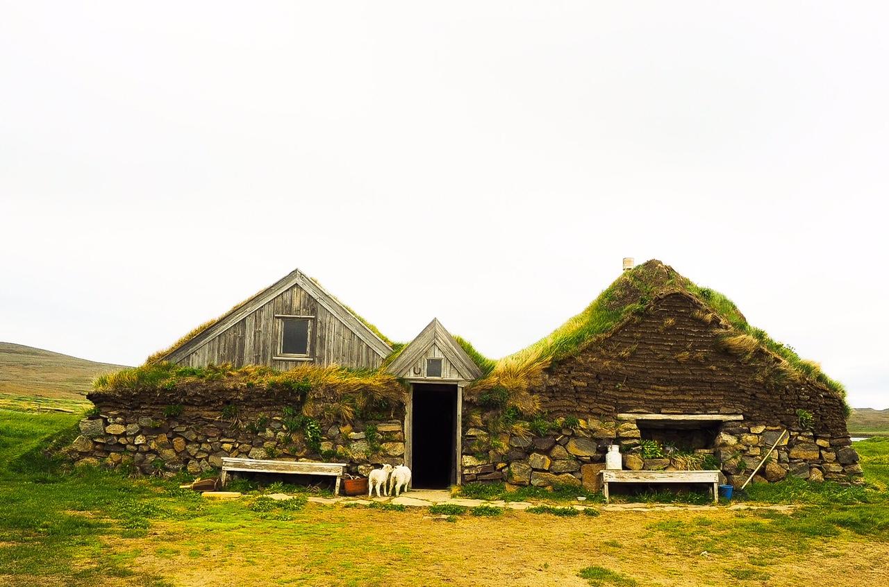 Hiking to icelandic farms